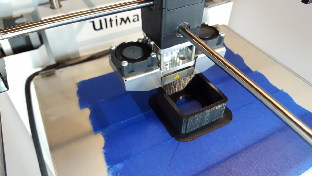 3D printer printing speaker case